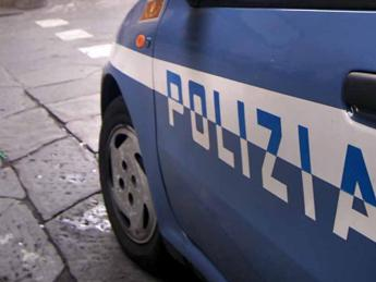 Roma, evaso dai domiciliari minaccia gli agenti con una pistola da far west
