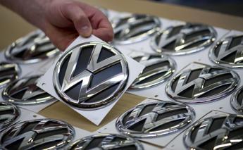 Scandalo Volkswagen, titolo crolla e stop a vendite diesel in Usa