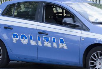 Roma, picchia la compagna davanti alla figlia piccola: arrestato