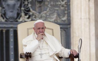 Papa Francesco e l'inglese, una 'battaglia' che dura da anni