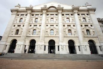 Borse europee deboli al giro di boa, Milano sopra 22mila punti