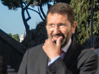 Ignazio Marino formalizzerà le sue dimissioni lunedì, nessun ripensamento