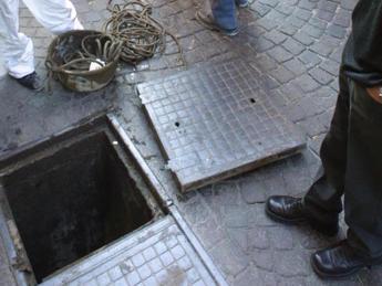 Napoli, 'banda del buco' pronta per un nuovo colpo: nel mirino negozi in via dei Mille