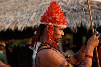 Attivisti Greenpeace con indios Munduruku, stop grandi dighe in Amazzonia