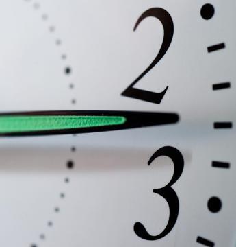 Arriva l'ora solare, tra sabato 24 e domenica 25 lancette indietro di un'ora