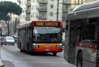 Roma, autista linea 544 strattonato e picchiato /I precedenti