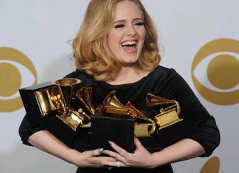 Adele è tornata, uno spot di 30 secondi a X Factor UK fa impazzire i fan /Ascolta