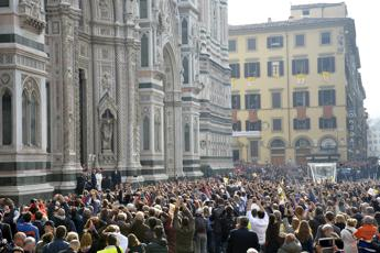 Francis urges youth to work for a better Italy