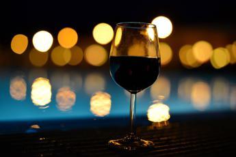 'Crisi' del vino Iran-Francia, no Eliseo a menù senza alcolici: salta cena Rohani-Hollande