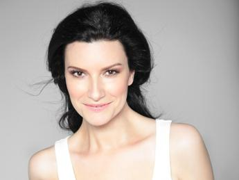 Laura Pausini: Con 'Simili' esploro nuovi sound e torno a Sanremo/Video