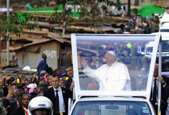 Papa Francesco nella bidonville di Kangemi, una suora: Ha pianto