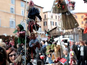 Festa Befana a piazza Navona, Anac: