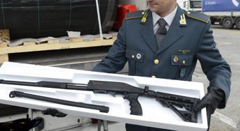 800 fucili a pompa sequestrati a Trieste, erano diretti in Belgio /Video