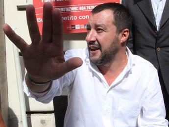 Attacco Parigi, social contro Salvini: 'Sciacallo'. E lui: Buonisti=complici
