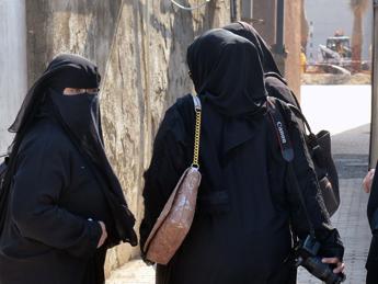 Isis: uccisa la 17enne austriaca in fuga. Picchiata a morte