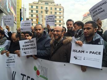 'Not in my name', musulmani d'Italia in piazza contro il terrorismo /Foto