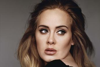 Adele canta a X Factor Uk, polemica web: è registrata? /Video