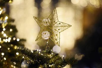 Dalle luci al cenone, vademecum per alleggerire la bolletta di Natale