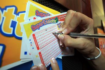 Superenalotto, jackpot sale a 37,8 milioni