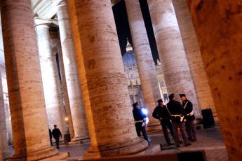 Roma, auto su pedoni a San Pietro: tra feriti anche bambini