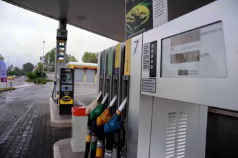 Benzina e diesel, agosto inizia così