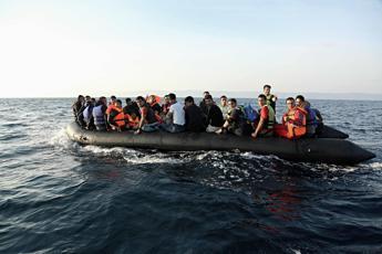 Naufragio al largo della Libia: 11 morti