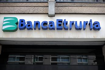 Italy's Banca Etruria declared insolvent amid stock market turmoil