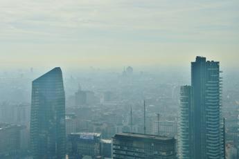 Effetto smog, se è cronico il volto invecchia prima