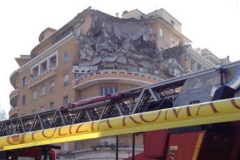 Crollo palazzo a Roma, ancora chiuso al traffico Lungotevere Flaminio