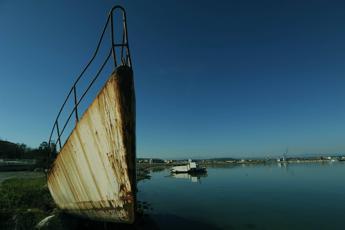 In Italia 31mila navi abbandonate e 150 relitti, presentato Ddl
