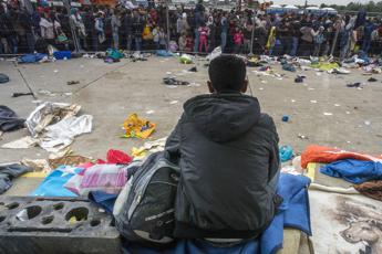 Migranti, cancelliere austriaco annuncia: Sospendiamo Schengen