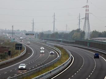 Incidente sull'A1 tra Orte e Orvieto, scontro tra autocisterna e vettura: 3 morti