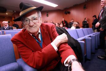 Teddy Reno scrive a Conti: Vorrei cantare a Sanremo la mia canzone per il Papa
