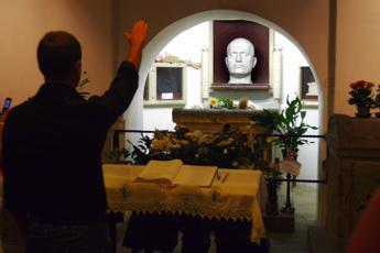 Fascismo, in Parlamento due proposte di legge contro souvenir, cimeli e saluto 'romano'
