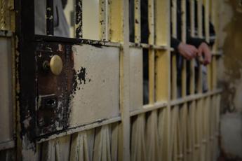 Covid carceri, situazione catastrofica: mancano spazi per isolare i positivi