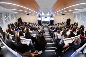 Draghi al Meeting di Rimini cita l'Università Cattolica: Privilegio rivolgermi a suoi studenti