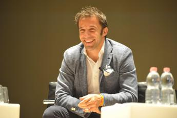 Happy birthday to me. Datemi la palla!, Del Piero si fa gli auguri su Facebook