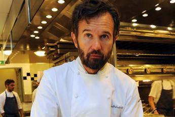 Ha cucinato un piccione in tv animalisti denunciano chef Cracco /Video