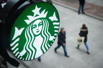 Appello a Starbucks: Stop a tazze usa e getta in Italia