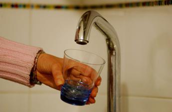 Dalla lavatrice alle piante: il vademecum per risparmiare acqua