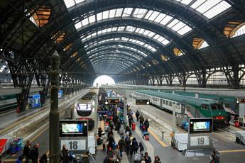 Milano, poliziotto e due militari accoltellati alla Stazione Centrale