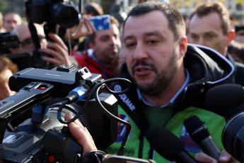 Salvini dice che bisogna chiudere le frontiere