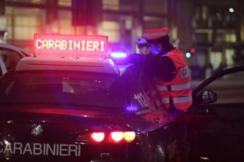 Roma, ladri giù da balcone per sfuggire a carabinieri