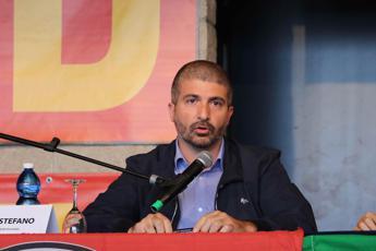 Roma, Casapound invita a disertare gazebo Lega, Di Stefano: Non scrivete il mio nome