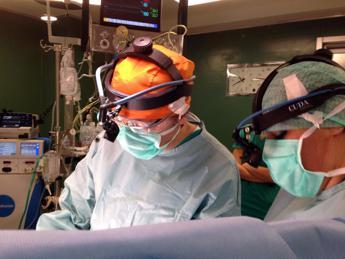 Francia, i futuri chirurghi si preparano su cadaveri 'rianimati'