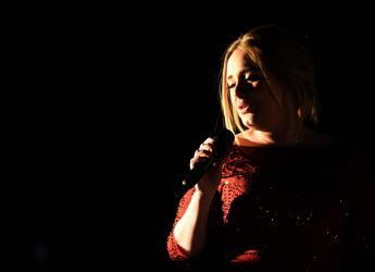 Adele ai Grammy, performance rovinata da problemi tecnici /Ascolta
