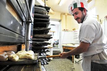 La crisi ferma gli sprechi, metà degli italiani mangia pane avanzato