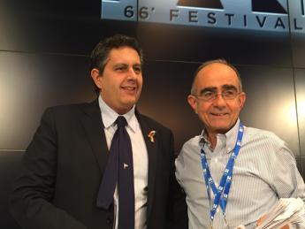 Sanremo, Toti: Le coccarde non mi scandalizzano ma io sul palco col tricolore per i marò