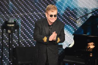 Elton John all'Ariston: Non avrei mai pensato di diventare papà