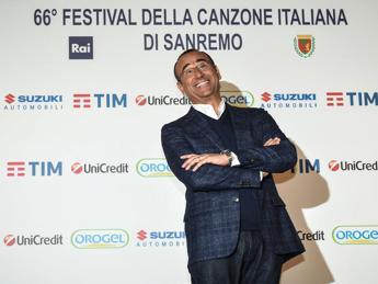 Carlo Conti: Inizierò Sanremo con 'Starman', un omaggio a David Bowie
